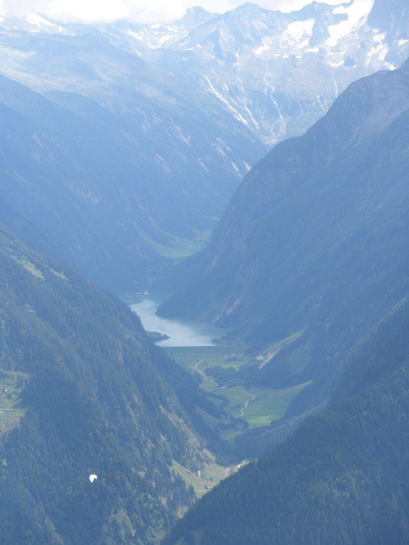 オーストリアの雄大なツィラーターラー・アルプスを満喫!マイヤーホーフェンの美しい町並みと共に