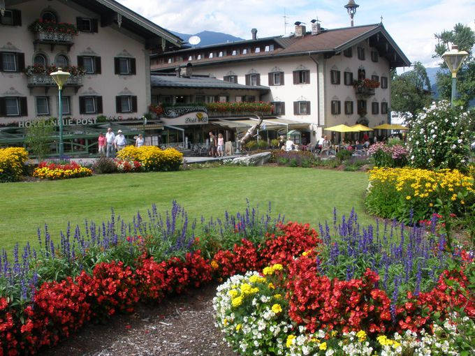 お花や素敵な看板が溢れる町並み