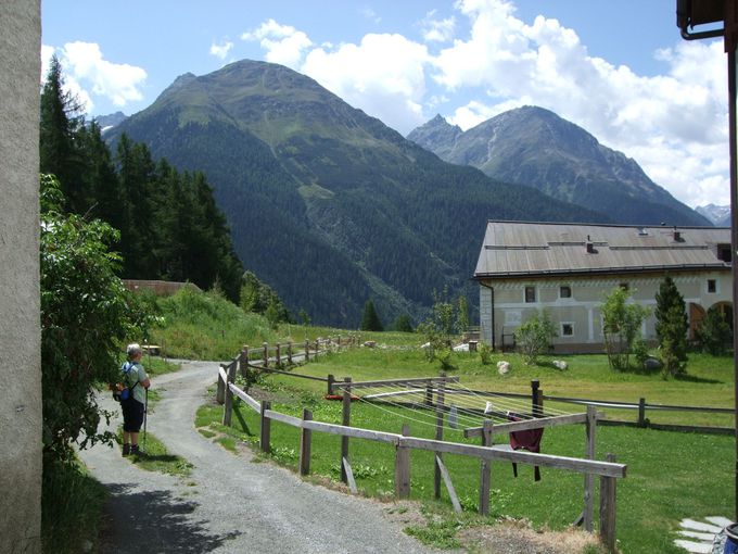 アルデッツの村に向けて、ハイキングを楽しもう!