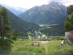 画家「セガンティーニ」ゆかりの地を訪ねて〜スイス・エンガディン地方マロ−ヤ村
