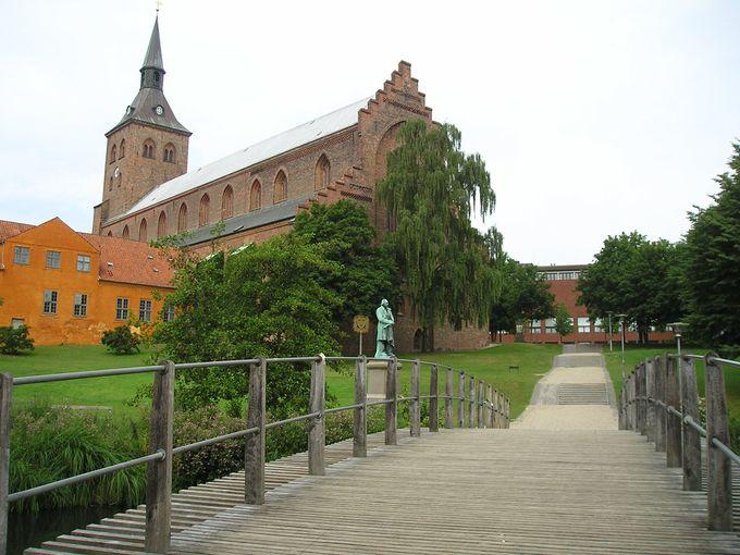 アンデルセン公園と聖クヌート教会