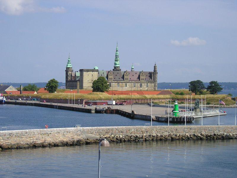 「ハムレット」の舞台は世界遺産のクロンボー城!デンマークの港町ヘルシンオアのシンボル