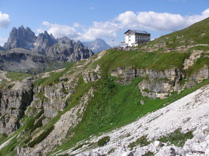 ハイキングの出発点はオーロンツォ小屋