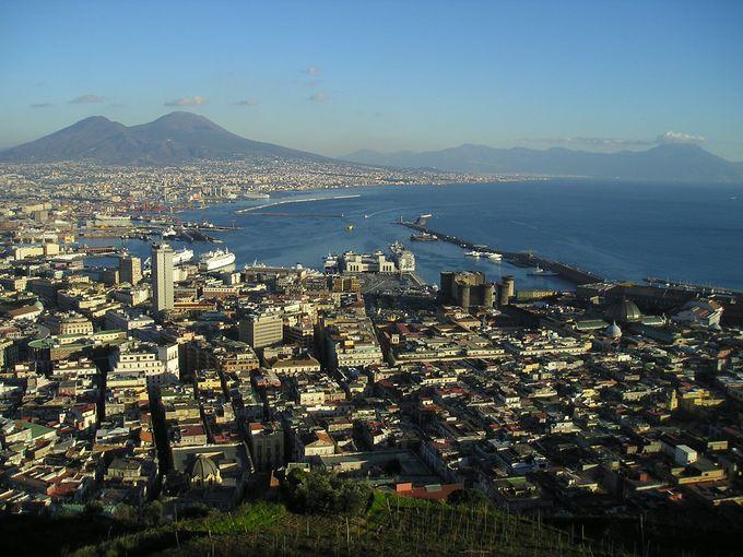 サン・マルティーノ修道院から望むヴェスヴィオ火山