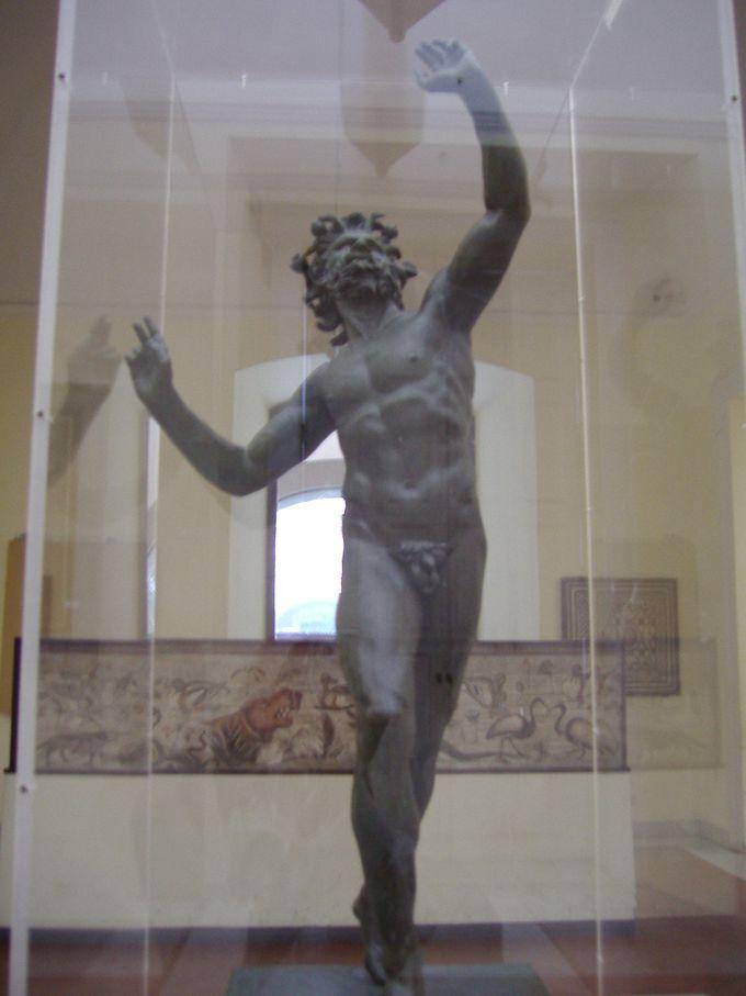 ポンペイ遺跡からの出土品「踊る牧神」