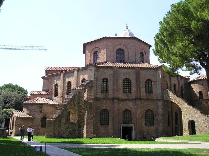 簡素な外観のサン・ヴィターレ教会