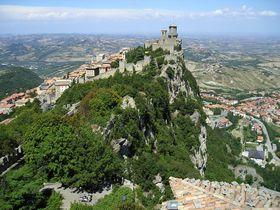 断崖絶壁!「サン・マリノ共和国」は世界で5番目に小さな独立国家&最古の共和国