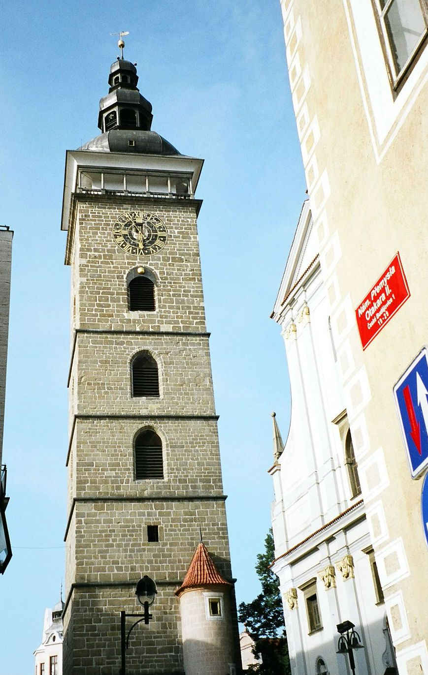 聖ミクラーシュ教会と黒い塔