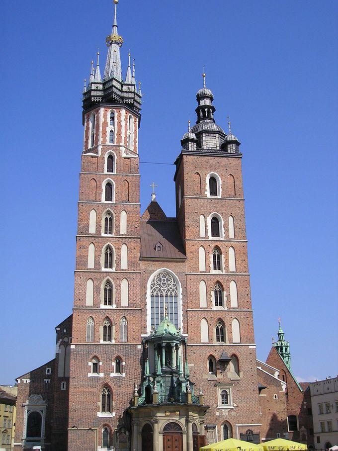 美しい芸術が溢れる聖マリア教会