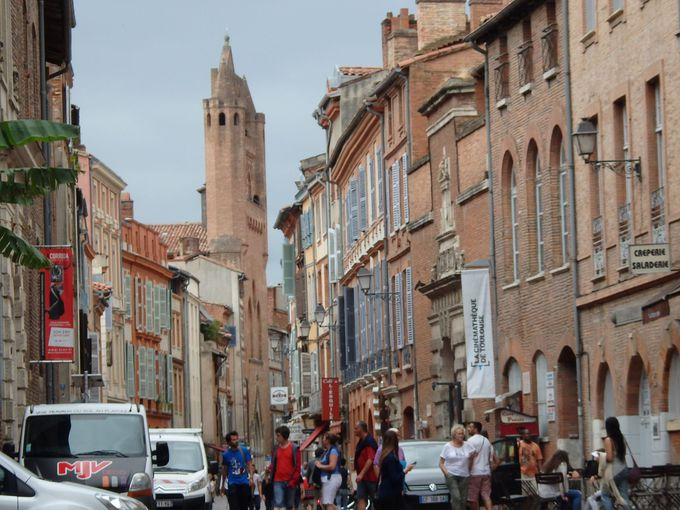 煉瓦造りの町並みが豪華なトゥールーズ旧市街