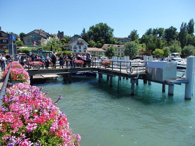 レマン湖を渡る船で、お花いっぱいの村「イヴォワール」へ上陸!