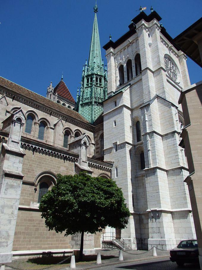 旧市街のシンボル「サン・ピエール大聖堂」