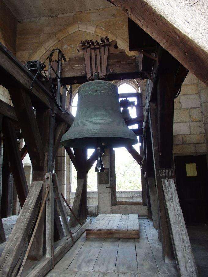 狭い螺旋階段で塔の上へ