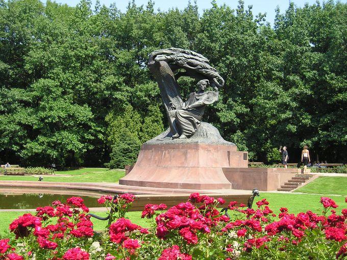 ショパン像が佇む「ワジェンキ公園」は市民の自慢の種