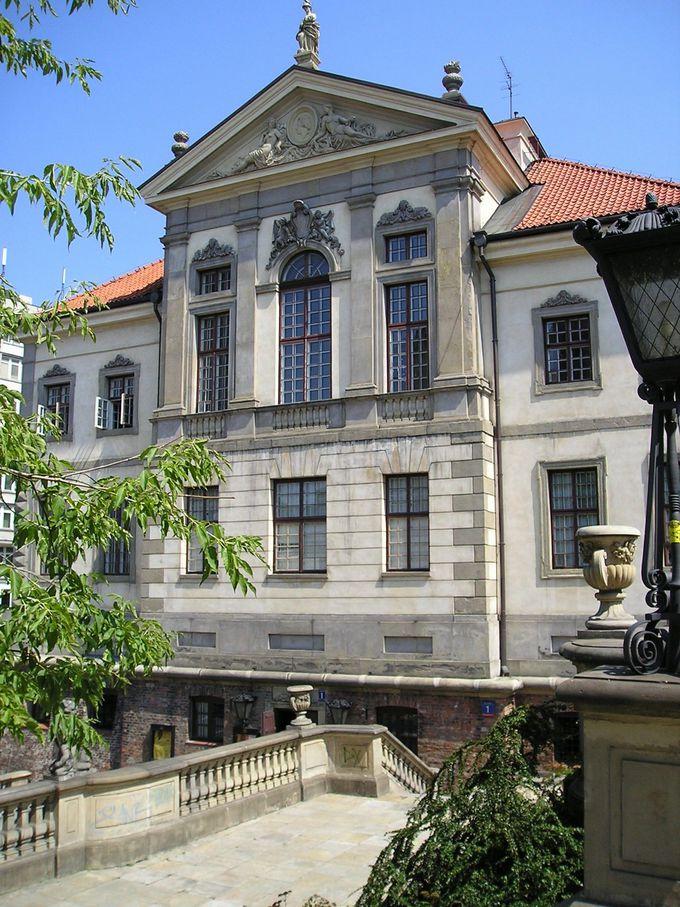 バロック様式のオストロフスキ宮殿は「ショパン博物館」