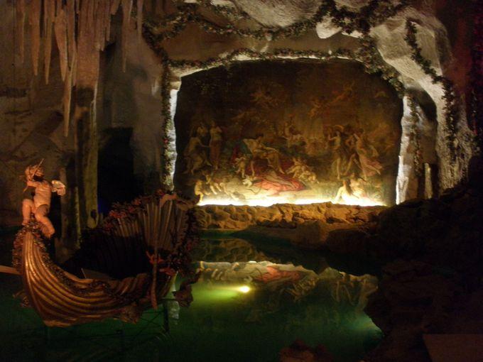 幻想的な「ヴィーナスの洞窟」