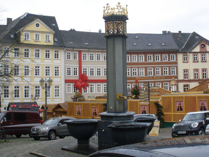 大聖堂前広場のクリスマスマーケット