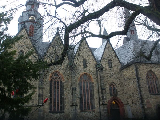 石造りの重厚なマルクス教会