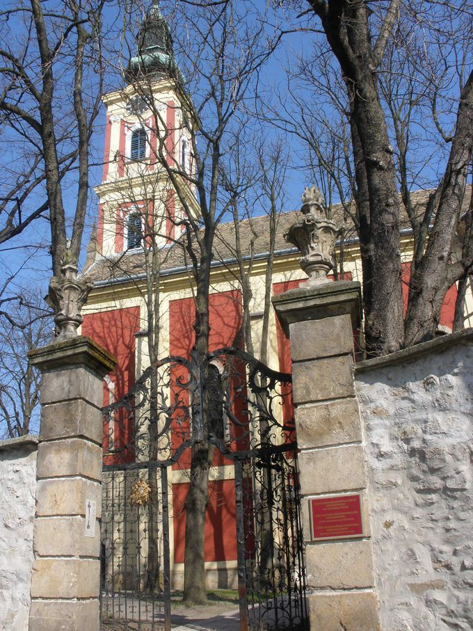 セルビア正教会の隣で見る美術コレクション