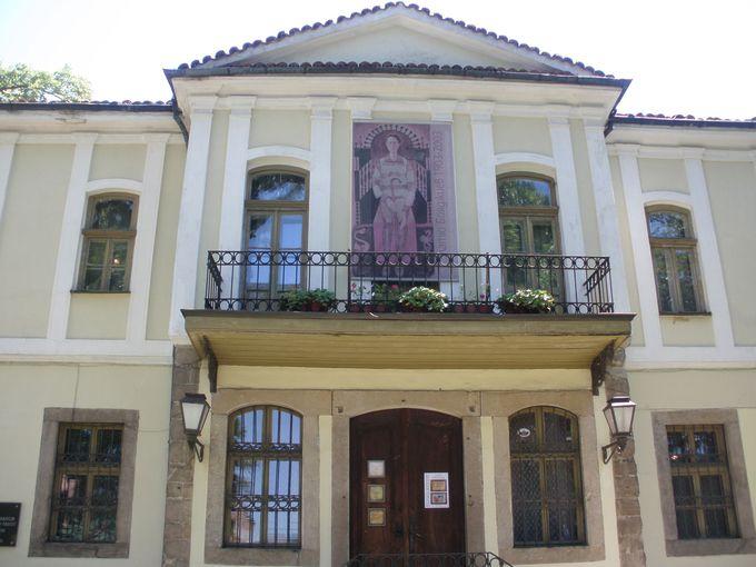 医者のお屋敷がギャラリー「ボヤジエフの家」に!