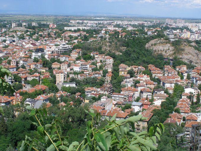 トラキア平原のど真ん中に広がるプロヴディフの町並み