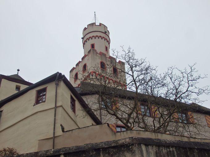 山上のマルクスブルグ城へ