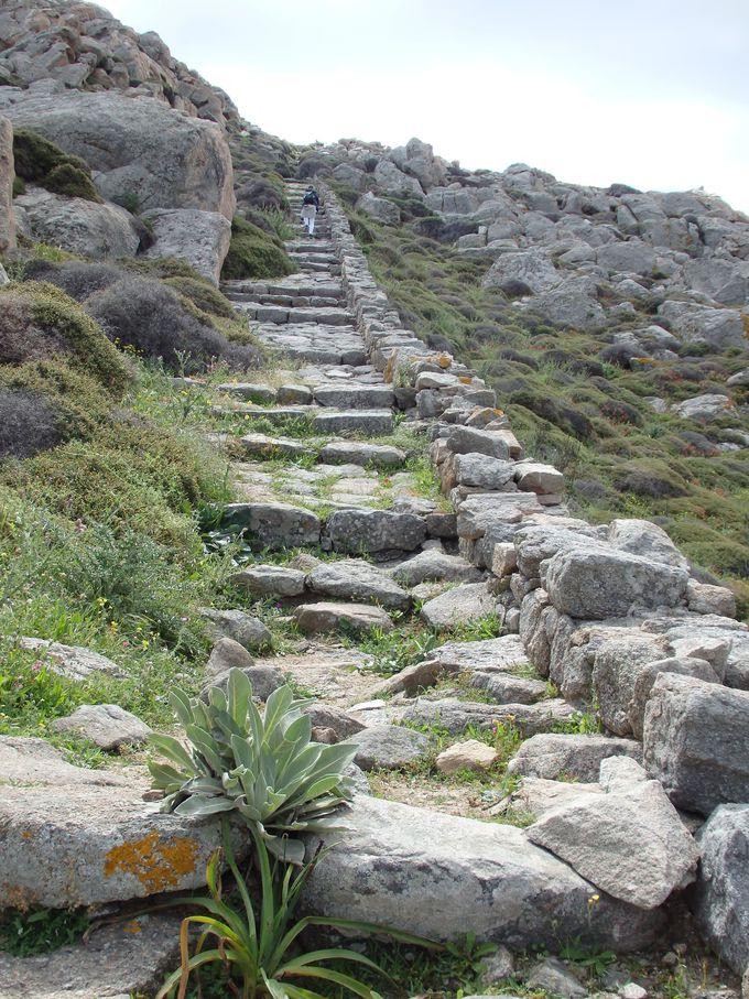 ゼウスの聖域があるキントス山山頂へ