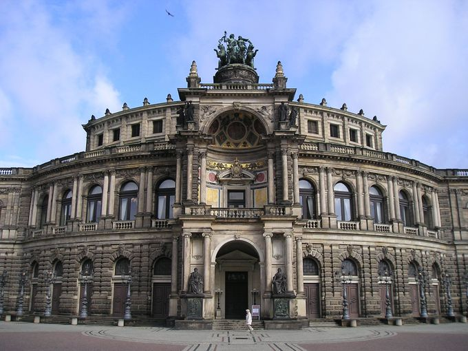設立者の名前を冠するゼンパーオペラ