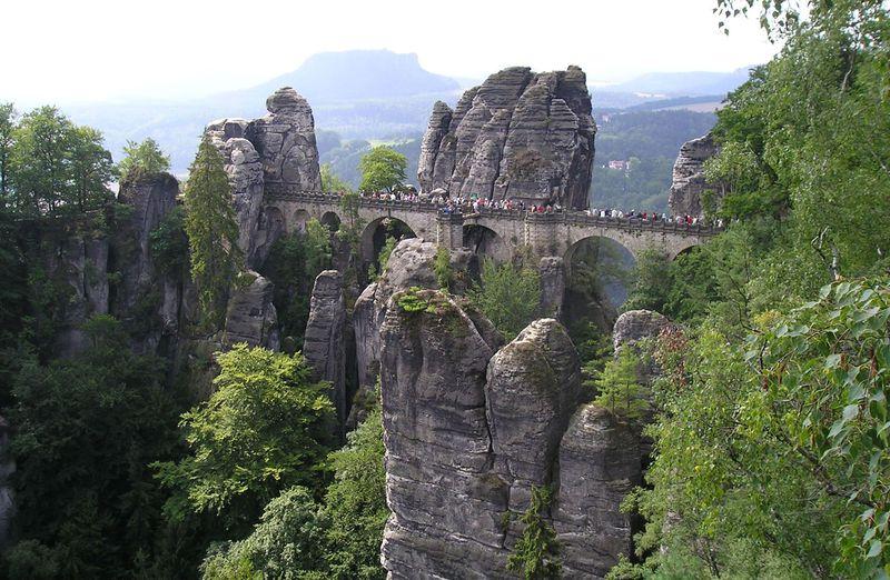 ドイツの中にスイス!?100メートルの断崖絶壁「ザクセンスイス」