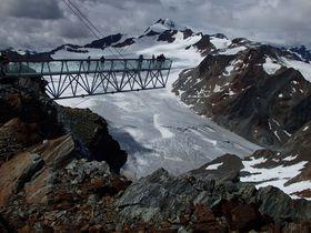 氷河上に突き出した展望台!エッツタールのセルデンで楽しむオーストリア・アルプスの風景