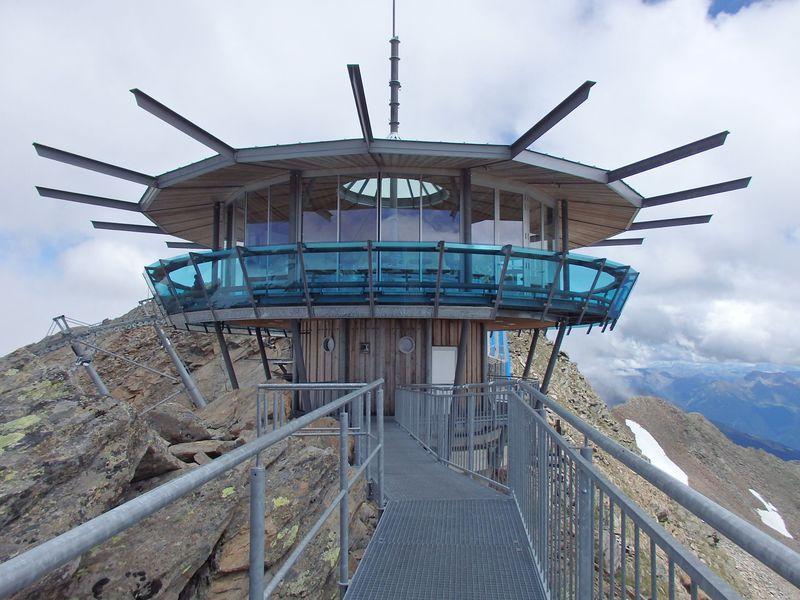 オーストリア・チロルの最奥の村「オーバーグルグル」氷河の眺めと絶景ハイキング