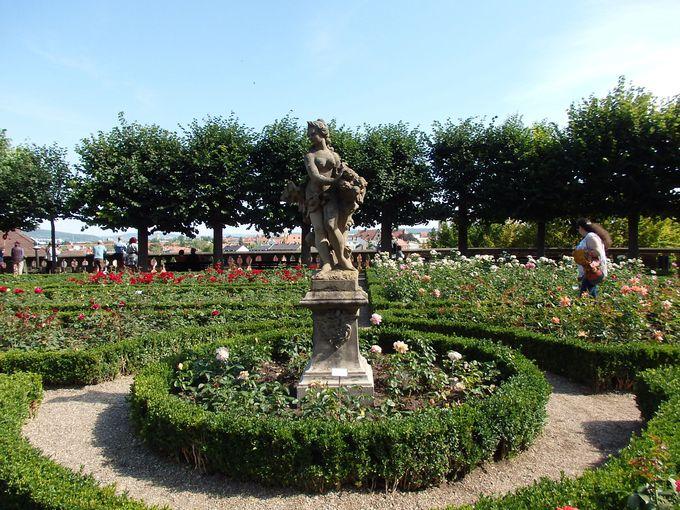 新宮殿では庭園と眺望を楽しもう!
