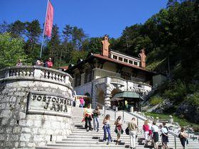 トロッコ列車で地底探検へGO!スロベニア「ポストイナ鍾乳洞」は欧州最大