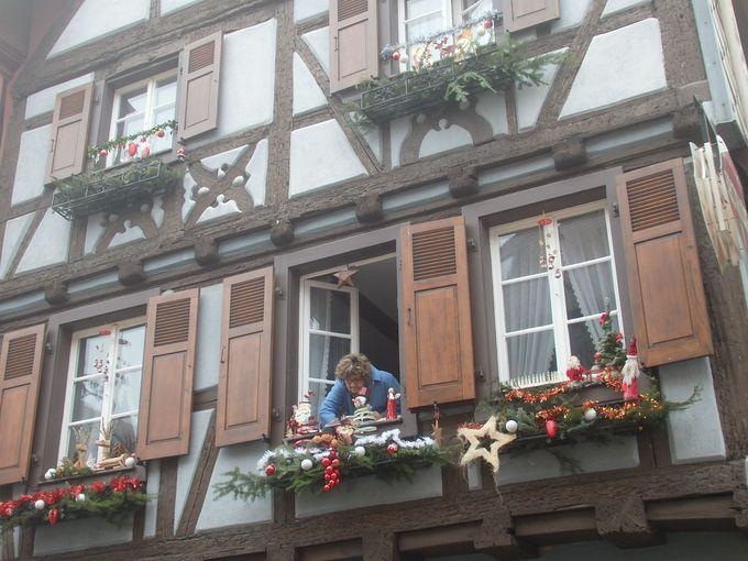 クリスマスムードが盛り上がる町並み