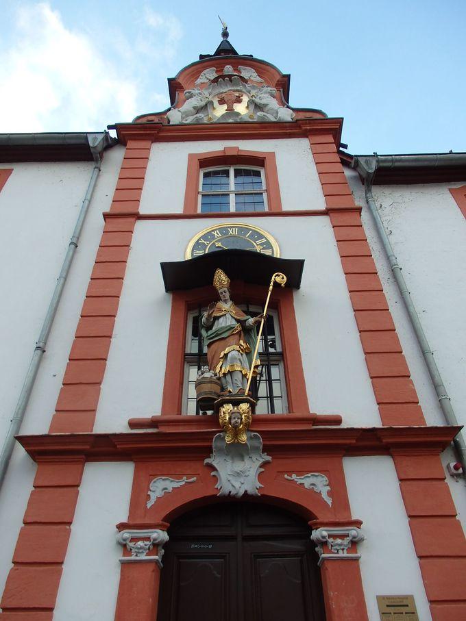 祭壇画が美しいザンクト・ニコラウス養老院