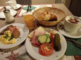 ケルン駅前「グンネウィグ コマーツ ホテル」はお手頃価格&朝食充実!