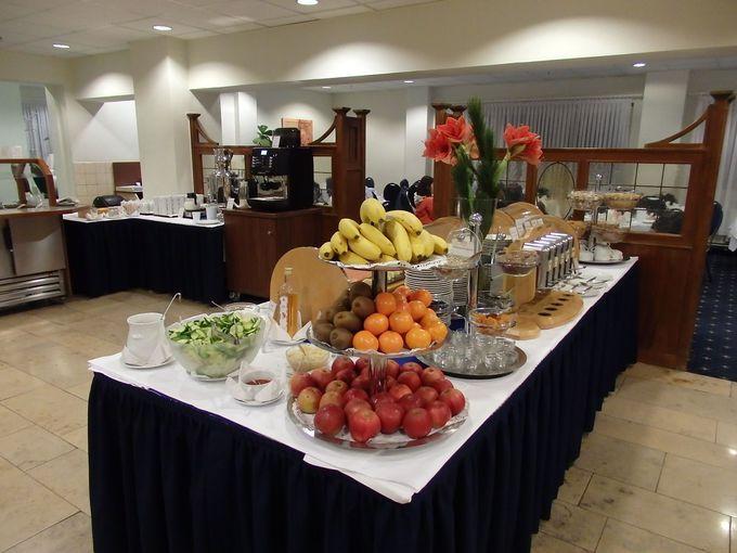 豊富な内容の朝食は、早朝からOK