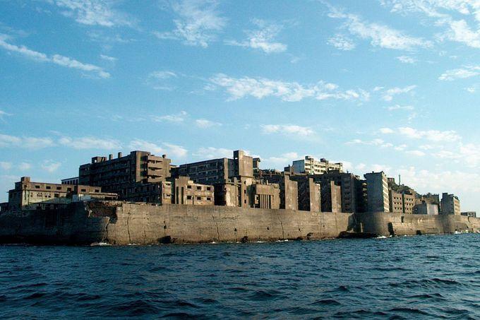 海底炭鉱人工島「軍艦島」。