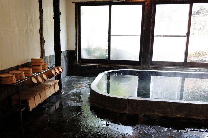早川の渓谷に癒される客室
