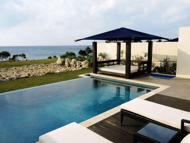 沖縄・伊良部島の全8棟プール付ヴィラ「紺碧 ザ・ヴィラオールスイート」はプライベートリゾート!