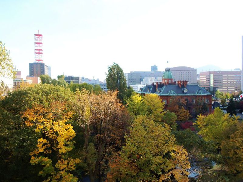 旧北海道庁の赤レンガを望む好立地の公共系ホテル「KKRホテル札幌」