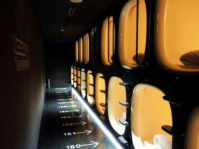 まるで宇宙船のようなカプセルホテル「ナインアワーズ成田空港」|千葉県|トラベルjp<たびねす>