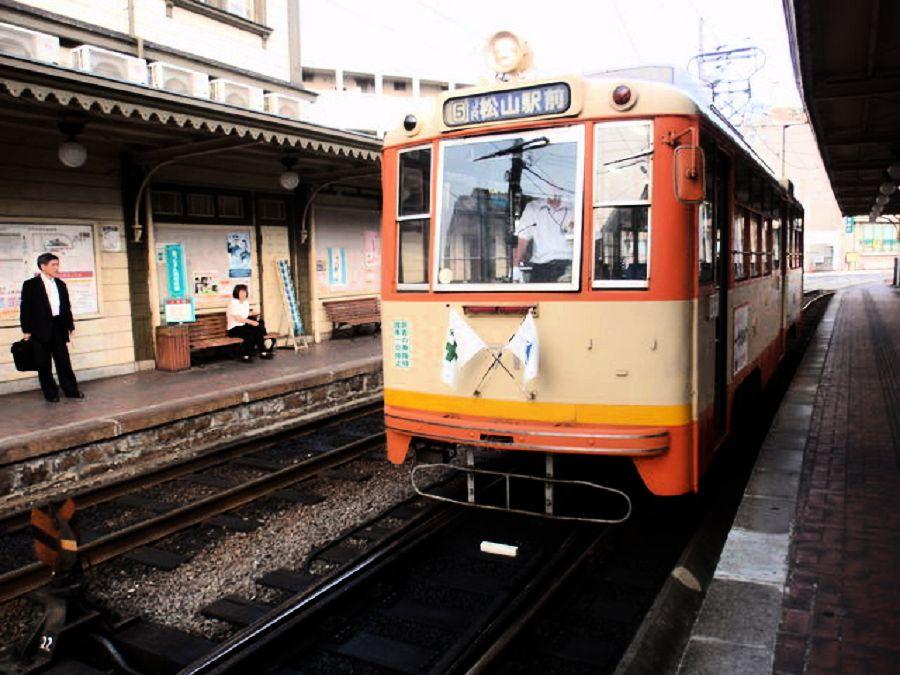 路面電車で松山観光を