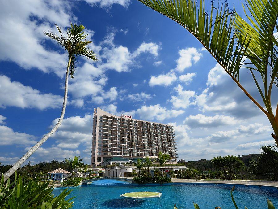 充実のプールを楽しもう!「オキナワ マリオット リゾート&スパ」
