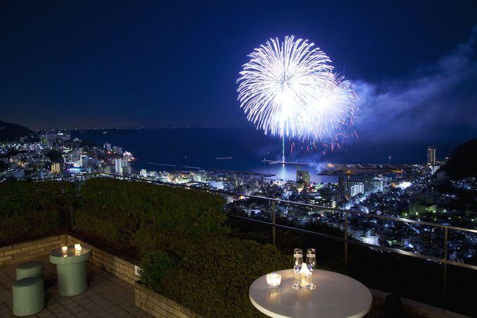 特等席で「熱海海上花火大会」を堪能できるホテル