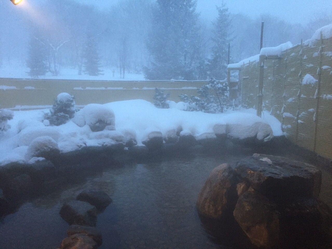 ホテルが位置するキロロリゾート内には天然温泉も!