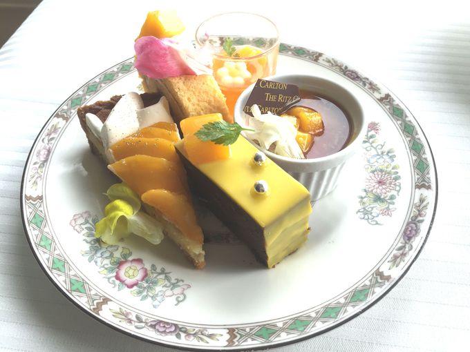 スプレンディードの「デザート・ビュッフェ」からセレクトした、「季節のデザートプレート」付き