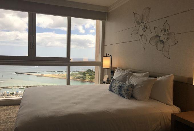 海と砂をイメージさしたエレガントな客室