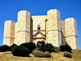 ふしぎ発見好きに訪れてほしい!イタリア「カステルデルモンテ」謎多き8角形の城