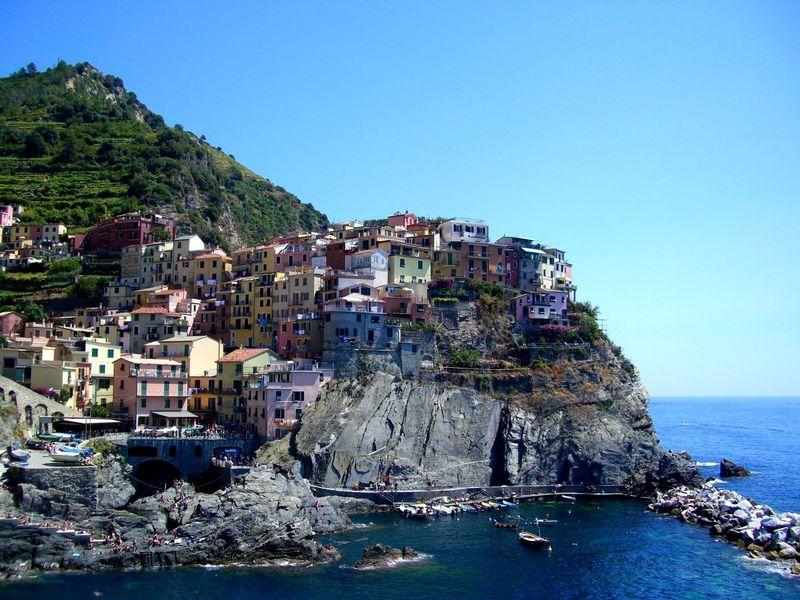 イタリア「チンクエテッレ」絶壁の上の5つの村で海とワインを楽しもう!